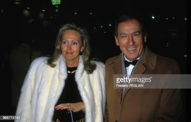 L'écrivain Roger Borniche et son épouse lors d'une première de film le 20 octobre 1987 à Paris France