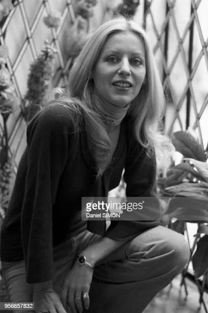 L'écrivaine Blandine de Caunes chez elle à Paris en octobre 1976 France