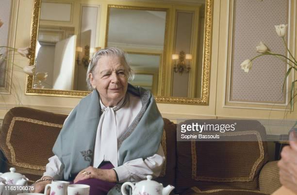L'écrivaine française Marguerite Yourcenar au Ritz à Paris