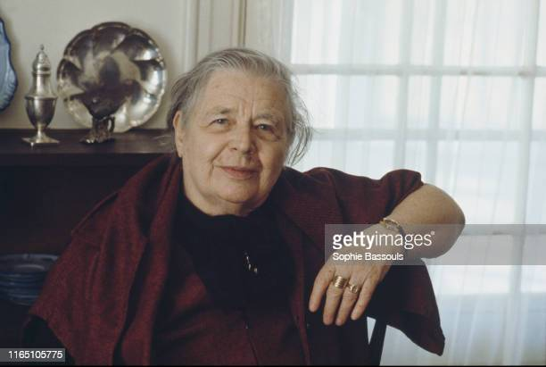 L'écrivaine française Marguerite Yourcenar chez elle à Northeast Harbor dans le Maine aux EtatsUnis
