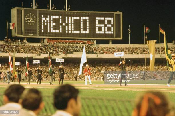 Cérémonie de clôture des jeux olympiques d'été à Mexico Mexique le 27 octobre 1968
