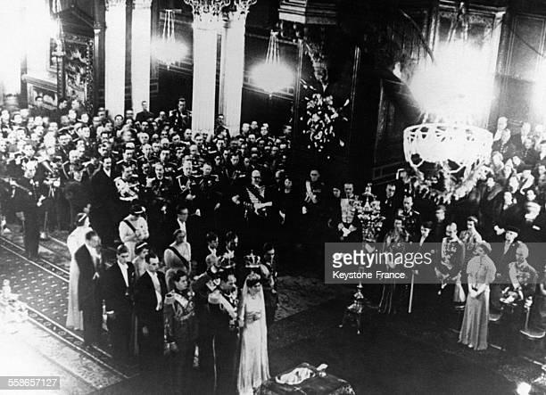 Cérémonie de mariage du Prince Paul de Grèceet de la Princesse Frederika de Hanovre dans la cathédrale orthodoxe en présence des familles royales...