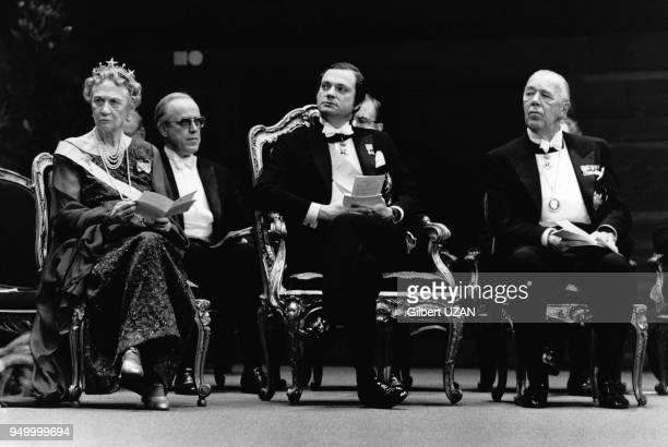 Cérémonie de remise du prix Nobel de Littérature à Alexandre Soljenitsyne par le roi de Suède Charles XVI Gustave, à Stockholm, en Suède, le 10...