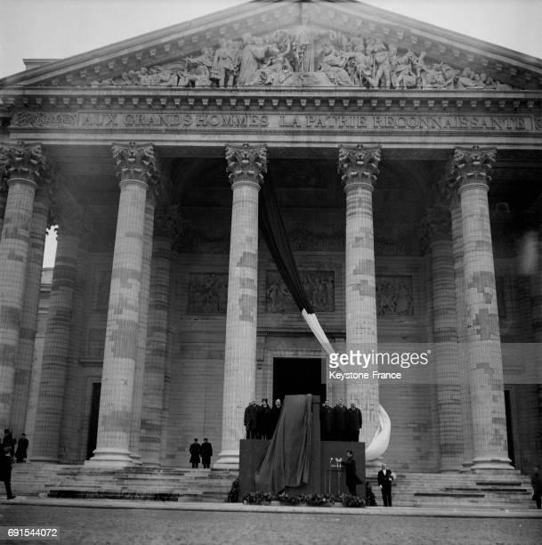 Cérémonie du transfert des cendres de Jean Moulin au Panthéon à Paris France le 19 décembre 1964