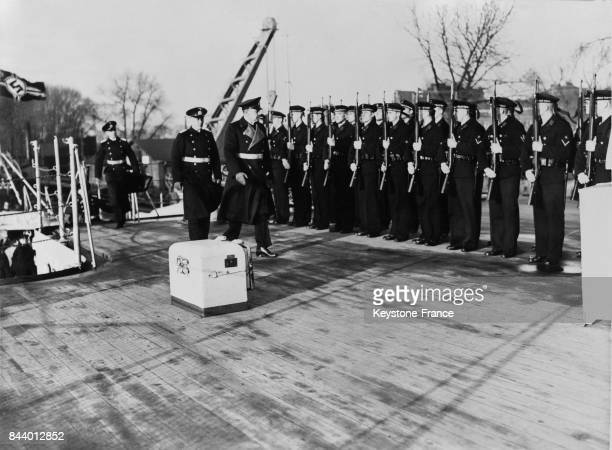 Cérémonie militaire à bord du croiseur cuirassé 'Admiral Graf Spee' alors en construction en Allemagne en 1933