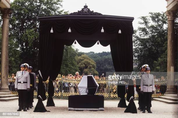 Cérémonie officielle pour le retour du cercueil du roi Frédéric II de Prusse Frédéric le Grand au Château de SansSouci à Potsdam le 17 août 1991...
