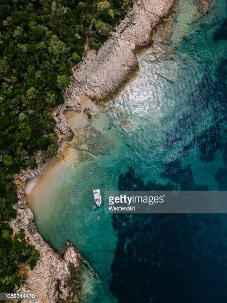croatia, cres, adriatic sea, aerial view of a boat in a bay - bucht stock-fotos und bilder