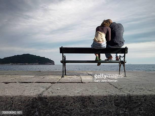 croatia, dubrovnik, young couple sitting on bench, rear veiw - sitzbank stock-fotos und bilder