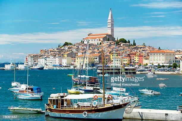 croatia, istria, rovinj, ship in foreground - croácia - fotografias e filmes do acervo