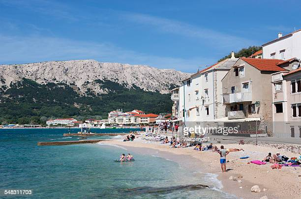 Croatia, Kvarner Gulf, Baska, promenade and beach