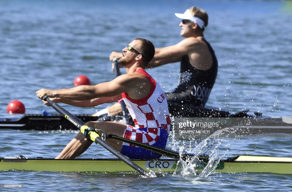 Croatia's Damir Martin (L) and New Zealand's Mahe Drysdale row during the Men's Single Skulls final rowing competition at the Lagoa stadium during the Rio 2016 Olympic Games in Rio de Janeiro on August 13, 2016. / AFP PHOTO / Damien MEYER / The erroneous mention[s] appearing in the metadata of this photo by Damien MEYER has been modified in AFP systems in the following manner: [during the Men's Single Skulls] instead of [during the Men's Eight]. Please immediately remove the erroneous mention[s] from all your online services and delete it (them) from your servers. If you have been authorized by AFP to distribute it (them) to third parties, please ensure that the same actions are carried out by them. Failure to promptly comply with these instructions will entail liability on your part for any continued or post notification usage. Therefore we thank you very much for all your attention and prompt action. We are sorry for the inconvenience this notification may cause and remain at your disposal for any further information you may require.