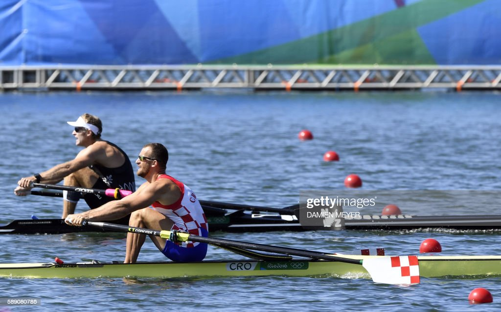 Croatia's Damir Martin (R) and New Zealand's Mahe Drysdale row during the Men's Single Skulls final rowing competition at the Lagoa stadium during the Rio 2016 Olympic Games in Rio de Janeiro on August 13, 2016. / AFP PHOTO / Damien MEYER / The erroneous mention[s] appearing in the metadata of this photo by Damien MEYER has been modified in AFP systems in the following manner: [during the Men's Single Skulls] instead of [during the Men's Eight]. Please immediately remove the erroneous mention[s] from all your online services and delete it (them) from your servers. If you have been authorized by AFP to distribute it (them) to third parties, please ensure that the same actions are carried out by them. Failure to promptly comply with these instructions will entail liability on your part for any continued or post notification usage. Therefore we thank you very much for all your attention and prompt action. We are sorry for the inconvenience this notification may cause and remain at your disposal for any further information you may require.