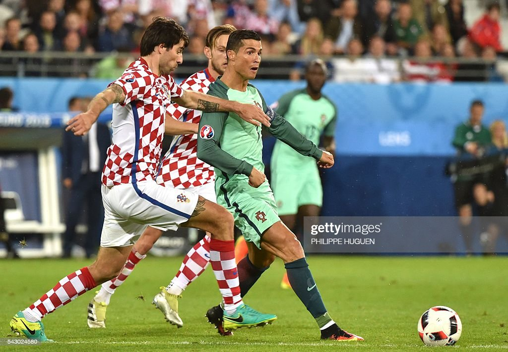 FBL-EURO-2016-MATCH39-CRO-POR : News Photo