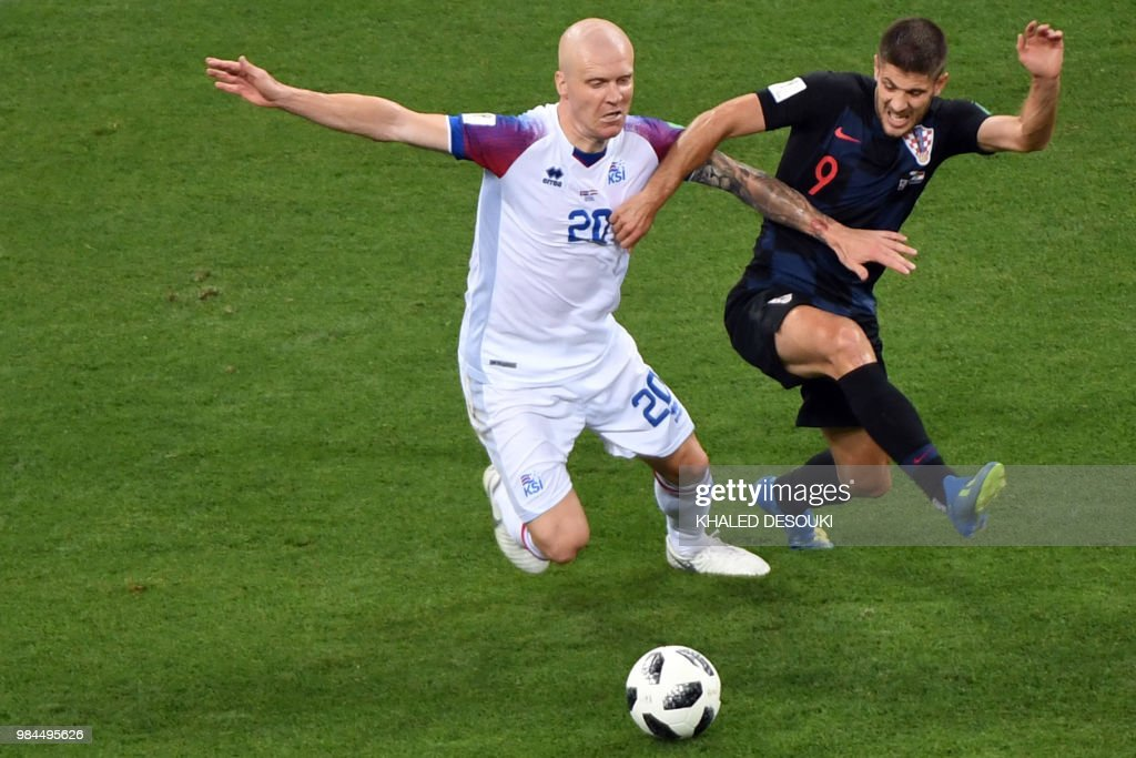 TOPSHOT - Croatia's forward Andrej Kramaric (R) challenges Iceland's midfielder Emil Hallfredsson during the Russia 2018 World Cup Group D football match between Iceland and Croatia at the Rostov Arena in Rostov-On-Don on June 26, 2018. (Photo by Khaled DESOUKI / AFP) / RESTRICTED