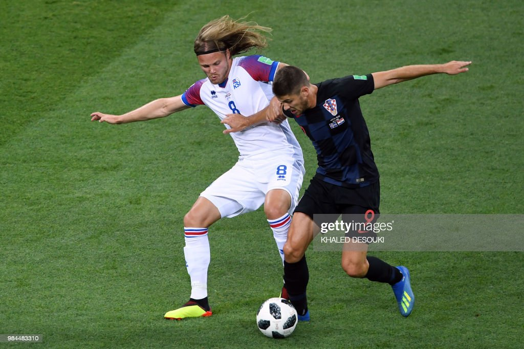 TOPSHOT - Croatia's forward Andrej Kramaric (R) challenges Iceland's midfielder Birkir Bjarnason during the Russia 2018 World Cup Group D football match between Iceland and Croatia at the Rostov Arena in Rostov-On-Don on June 26, 2018. (Photo by Khaled DESOUKI / AFP) / RESTRICTED
