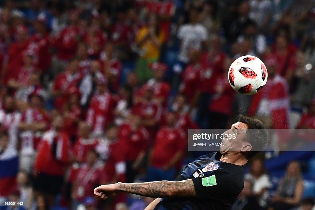 TOPSHOT - Croatia's forward Mario Mandzukic heads the ball during the Russia 2018 World Cup round of 16 football match between Croatia and Denmark at the Nizhny Novgorod Stadium in Nizhny Novgorod on July 1, 2018. (Photo by Jewel SAMAD / AFP) / RESTRICTED