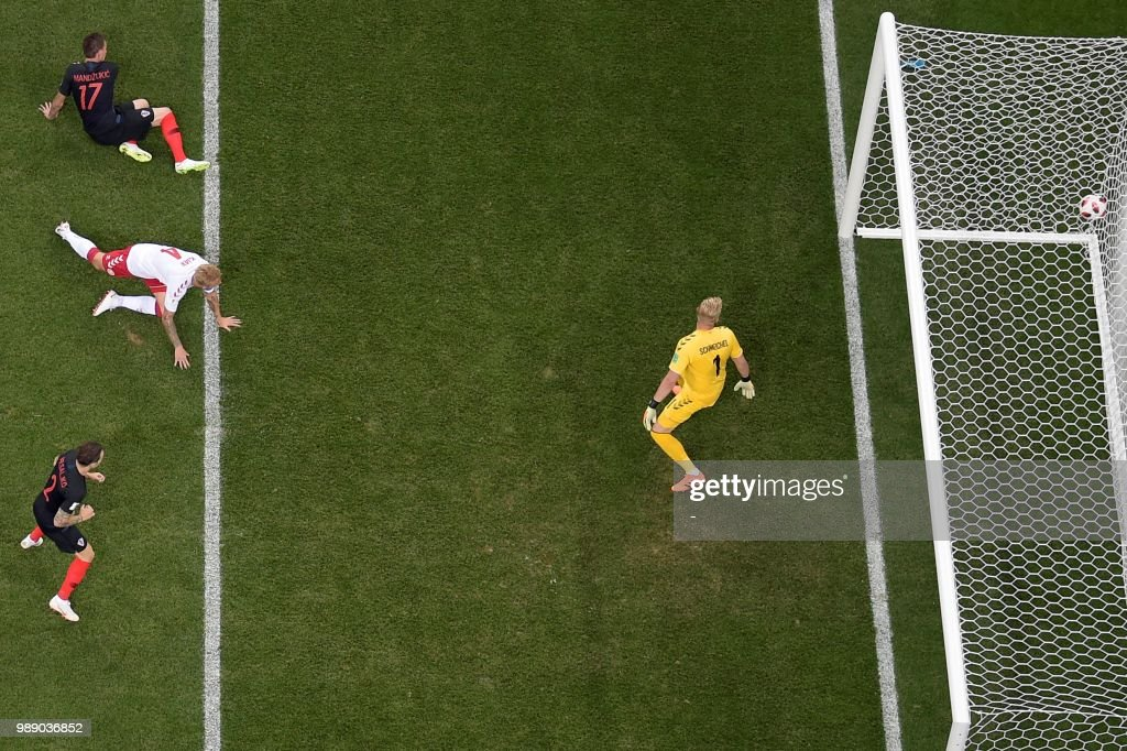 TOPSHOT - Croatia's forward Mario Mandzukic (up L) scores a goal during the Russia 2018 World Cup round of 16 football match between Croatia and Denmark at the Nizhny Novgorod Stadium in Nizhny Novgorod on July 1, 2018. (Photo by - / AFP) / RESTRICTED