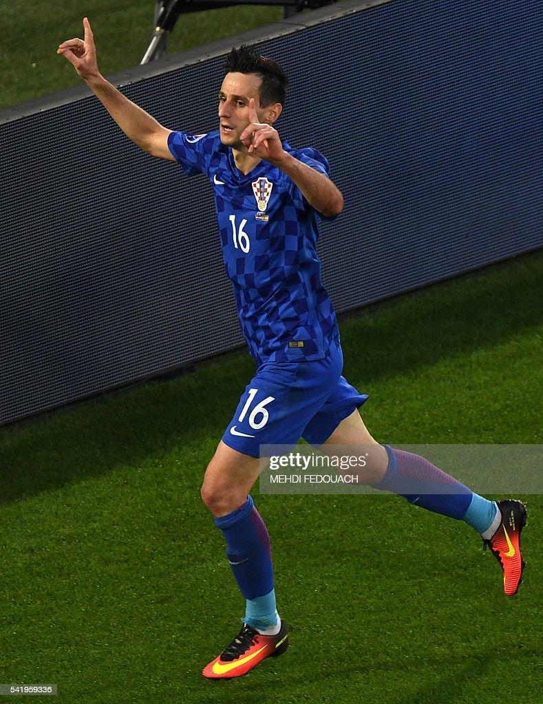Croatia's forward Nikola Kalinic celebrates his equalising goal during the Euro 2016 group D football match between Croatia and Spain at the Matmut Atlantique stadium in Bordeaux on June 21, 2016. / AFP / MEHDI