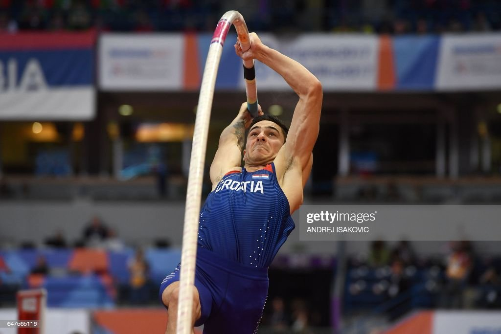 Croatia's Ivan Horvat competes in the men's pole vault final at the 2017 European Athletics Indoor Championships in Belgrade on March 3, 2017. / AFP PHOTO / Andrej ISAKOVIC