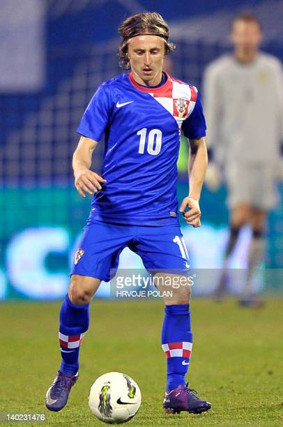 Croatia's Luka Modric dribbles during the friendly football match between Croatia and Sweden in Zagreb on February 29 2012 AFP PHOTO/Hrvoje POLAN