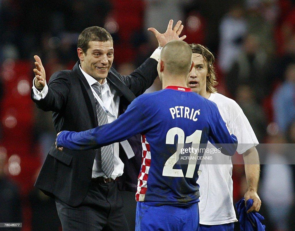 Croatia's Manager Slaven Bilic (L) celeb : News Photo