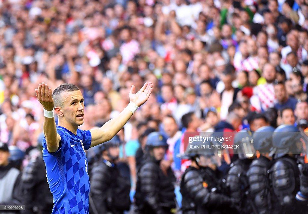 FBL-EURO-2016-MATCH20-CZE-CRO : News Photo