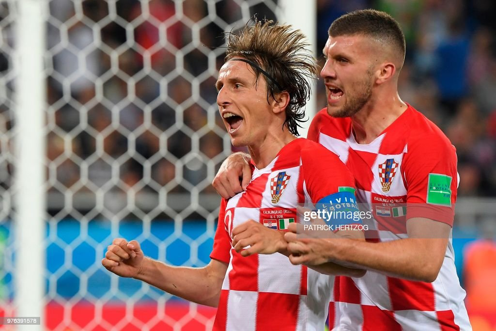 TOPSHOT - Croatia's midfielder Luka Modric (L) celebrates scoring a penalty with his teammate forward Ante Rebic during the Russia 2018 World Cup Group D football match between Croatia and Nigeria at the Kaliningrad Stadium in Kaliningrad on June 16, 2018. (Photo by Patrick HERTZOG / AFP) / RESTRICTED
