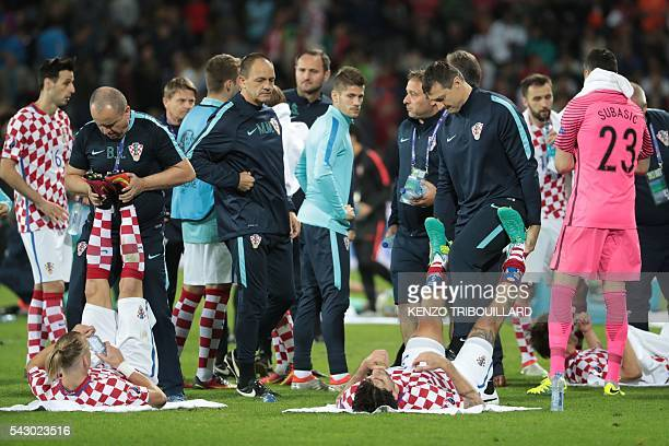 TOPSHOT Croatia's players strech before the extra time during the round of sixteen football match Croatia against Portugal of the Euro 2016 football...