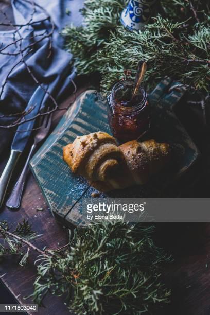 croissant - kieferngewächse stock-fotos und bilder