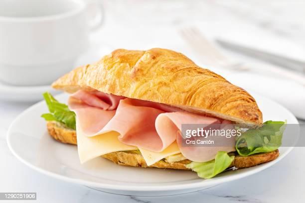 croissant sandwich with ham and cheese - cris cantón photography fotografías e imágenes de stock