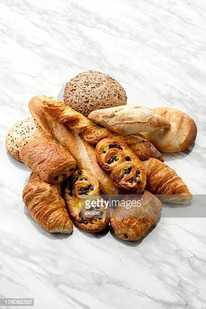 croissants, pâtisseries danoises, pain au chocola, petits pains au blé complet XXXL
