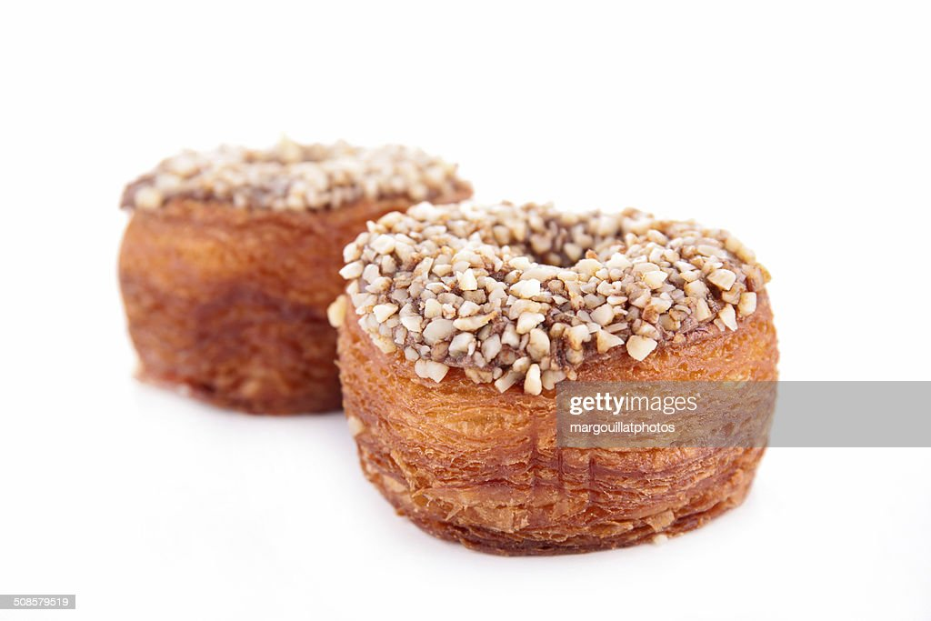 cronuts, puff pastry with nuts and chocolate : Stockfoto