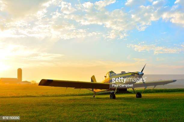 cropduster in field, indiana, usa - indiana stock-fotos und bilder