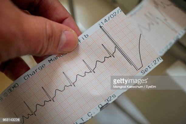 cropped hand holding pulse trace report - pulse trace stock pictures, royalty-free photos & images