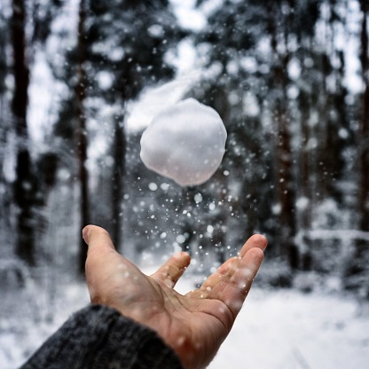 Cropped Hand Playing With Snow - gettyimageskorea