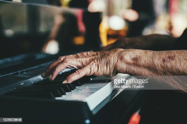 cropped hands of senior person playing piano - キーボード奏者 ストックフォトと画像