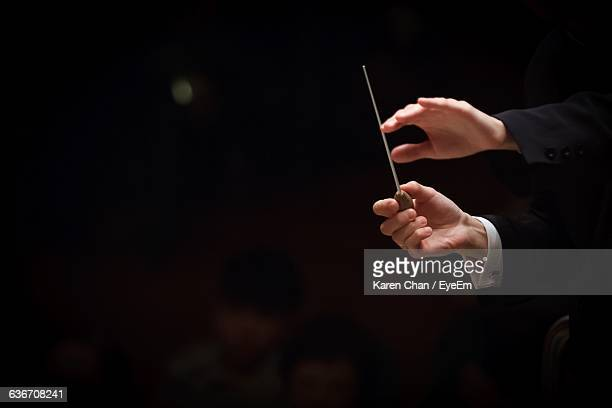 cropped image of conductor in orchestra - orquestra - fotografias e filmes do acervo