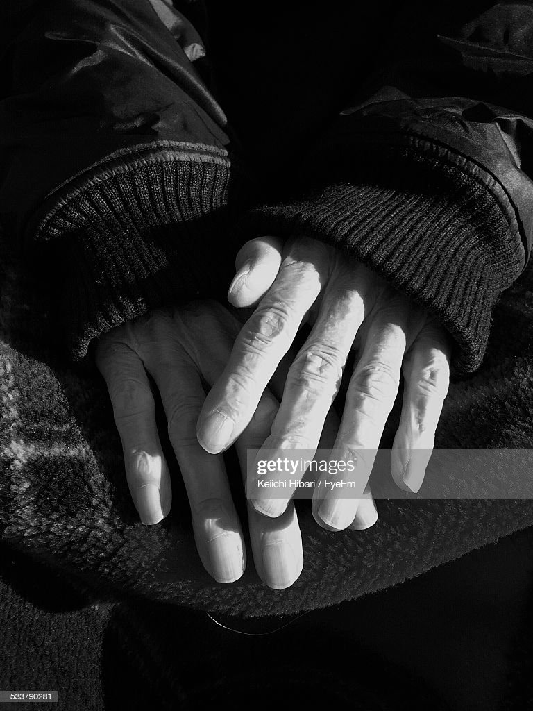 Cropped Image Of Hand During Winter On Sunny Day : Foto stock