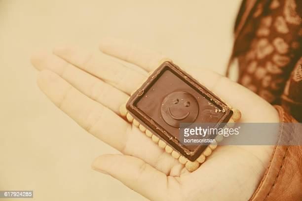 cropped image of person holding dessert - bortes stockfoto's en -beelden