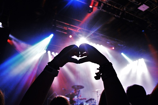 Cropped Silhouette Hands Making Heart Shape At Music Concert - gettyimageskorea
