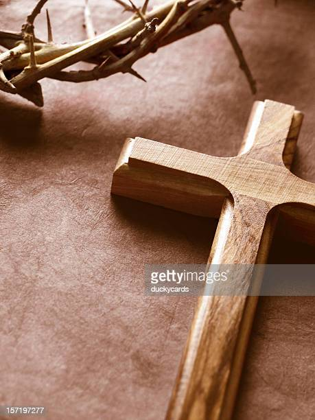 cross and crown of thorns - good friday stock pictures, royalty-free photos & images