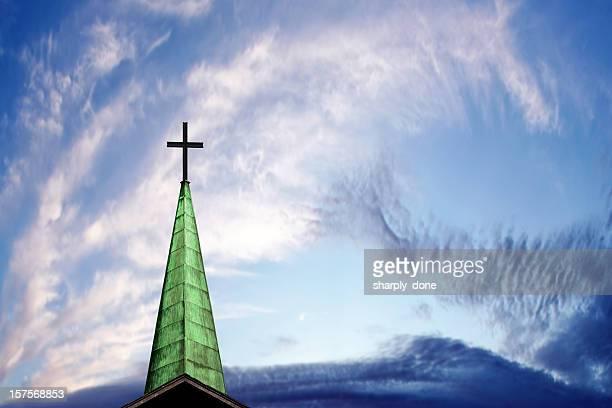 xxxl クロスおよび尖り屋根 - 尖り屋根 ストックフォトと画像