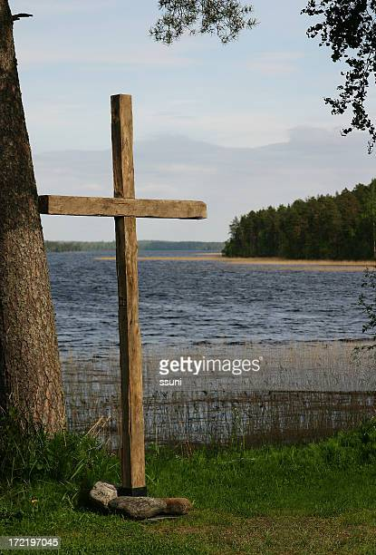cross by the lake - pingst bildbanksfoton och bilder