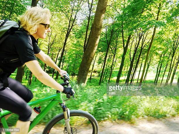 cross country - cross country cycling fotografías e imágenes de stock