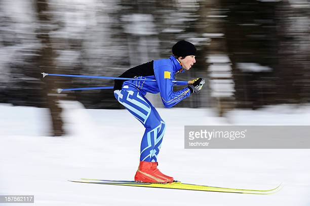 cross country skier - langlaufen stockfoto's en -beelden