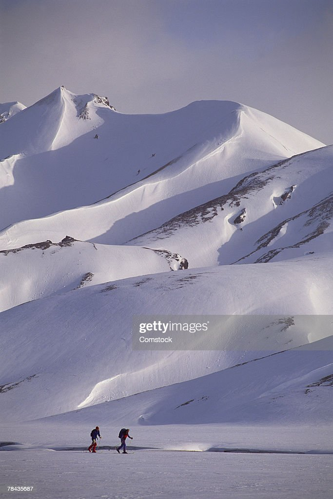 Cross country skiers in Landmannalaugar , Iceland : Stockfoto