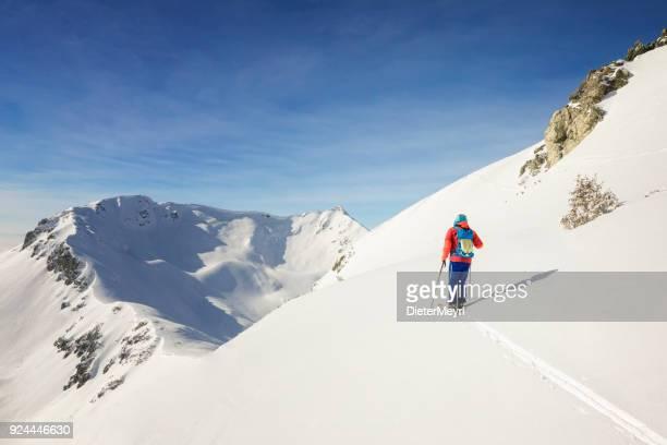 Cross Country Skifahrer - Freerider auf dem Weg zum Gipfel - Alpen
