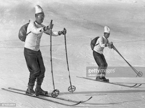 Cross country skiing competition of a hotel kitchen in Mürren in the Bernese Highlands Vintage property of ullstein bild