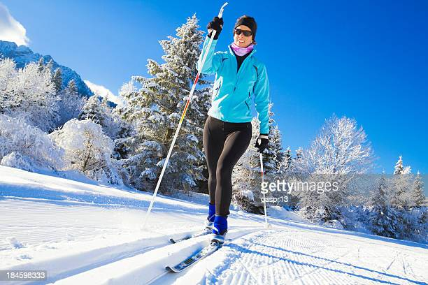 cross country skiing - langlaufen stockfoto's en -beelden