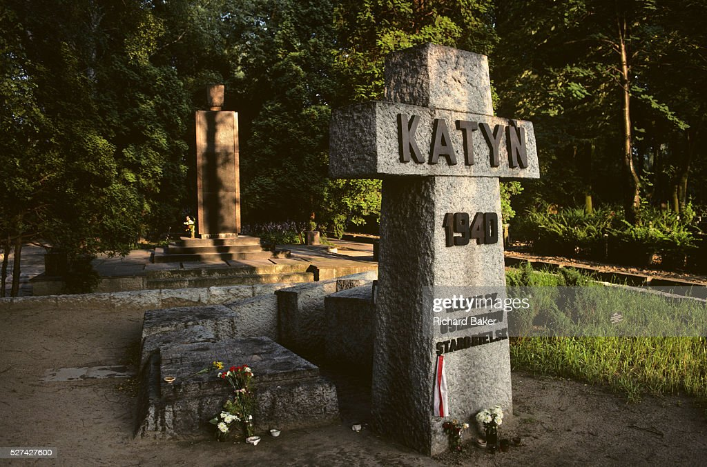 Poland - Warsaw - Katyn massacre war memorial : Fotografía de noticias